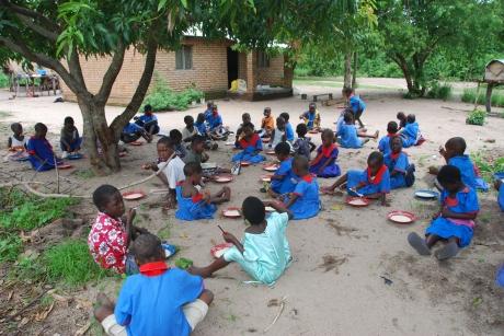Vsakodnevna koruzna kaša za 245 malawijskih učenjakov